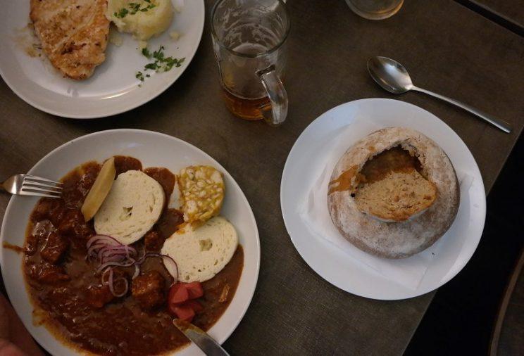 essen-prag-prague-tschechische-küche-gulasch-lecker-knödel-reise-städtetrip