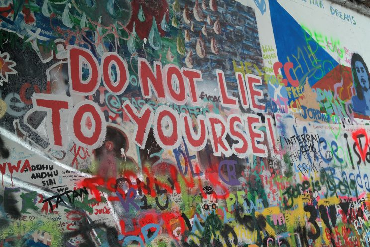 john-lennon-wall-prague-praha-prag-streetart-do-not-lie-to-yourself