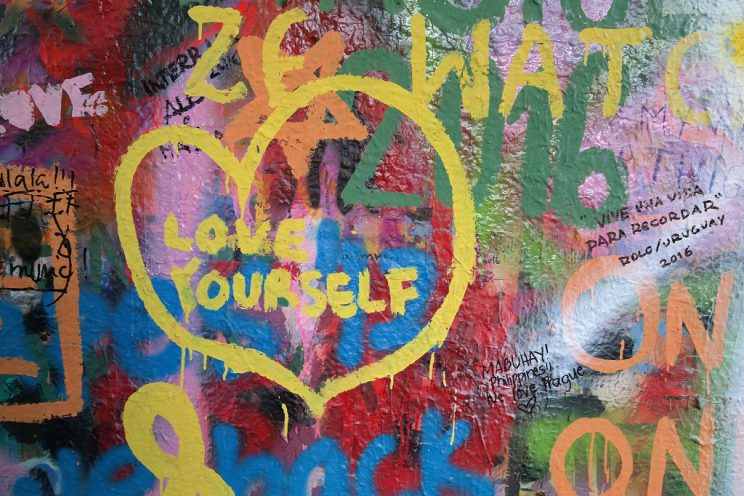john-lennon-wall-prague-praha-prag-streetart-love-yourself
