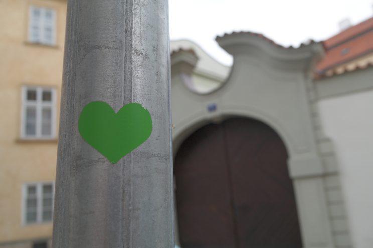 herz-grün-aufkleber-prag-prague-praha