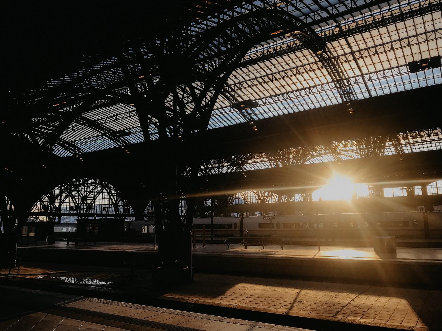 leipzig-hauptbahnhof-hbf-sonnenaufgang